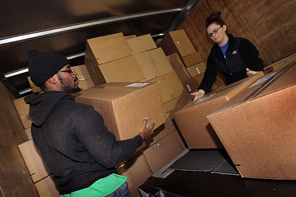 ups is hiring 350 people at their rockford facility