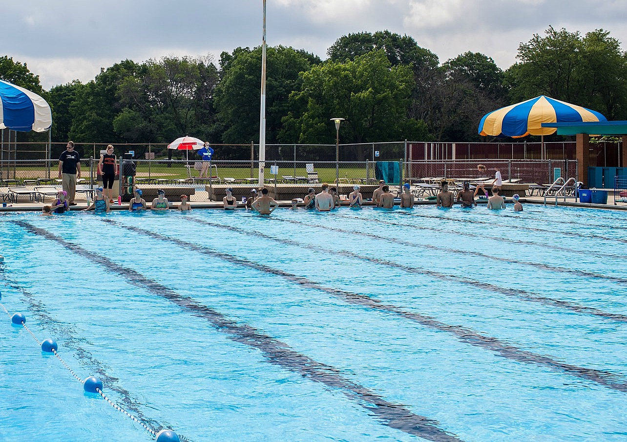 five public swimming pools and splash pads in the rockford area