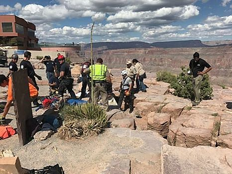 Pecatonica Woman Falls Through a Giant Crack at the Grand Canyon